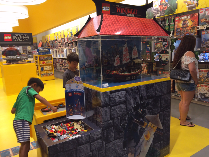 A Visit to the Lego Store in San Francisco - Long Day, Mama?